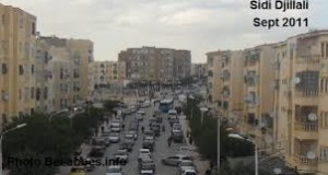 A Sidi Bel Abbes , Les chutes  mortelles se succèdent du haut des bâtiments .