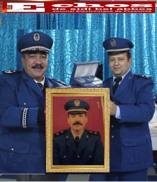 La police de  Sidi Bel Abbes  au chevet de l'officier  Semac Abdelkader.