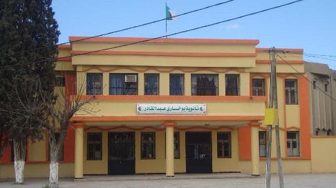 Le proviseur du lycée Boukhari, séquestre et terrorise deux filles mineures de 13 ans, à l'intérieur de son établissement.